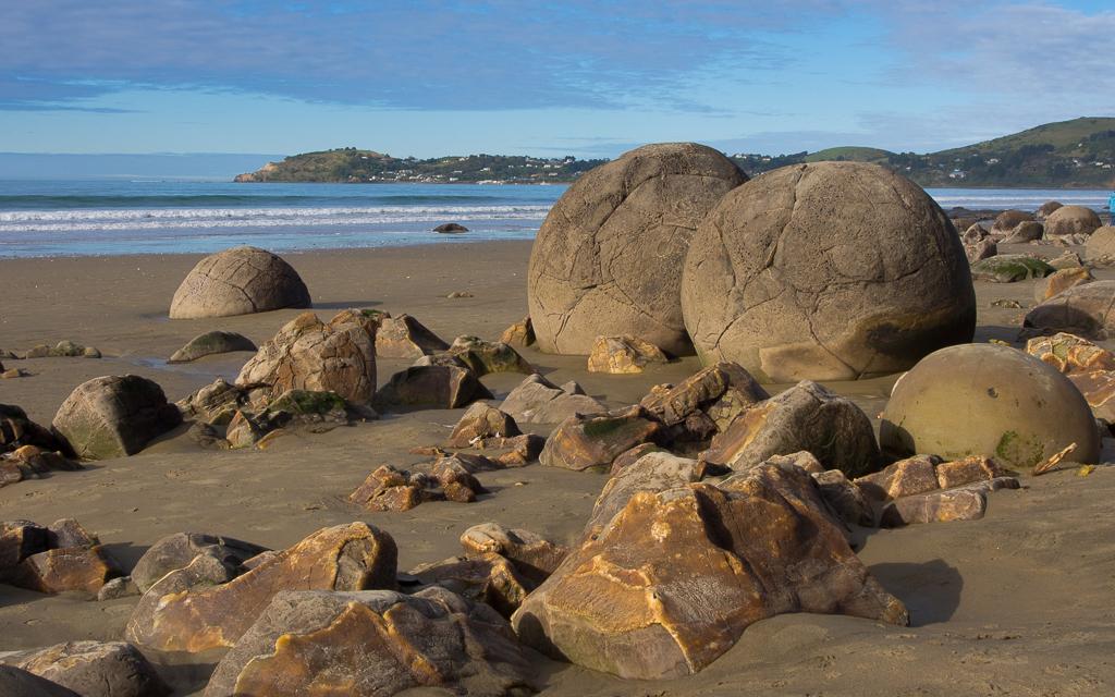 Moeraki Boulders – Runde Felsen und viele Touristen